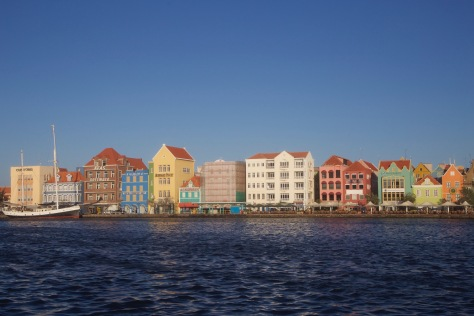 curacao willemstad colurful buildings