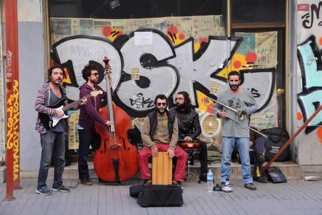 street musician in istanbul_2