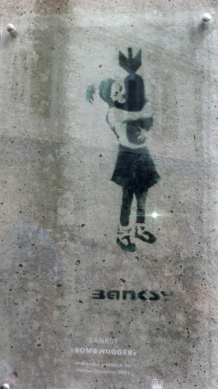 banksy bomb hugger in Hamburg