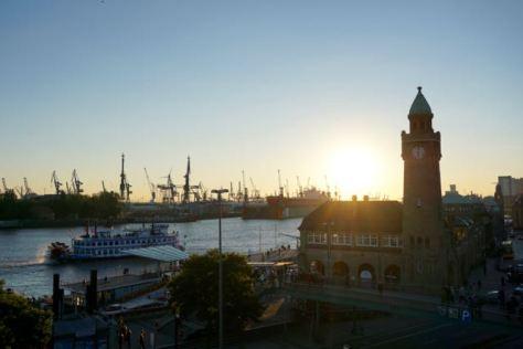hamburg st. pauli hafen landungsbruecken harbour landing piers