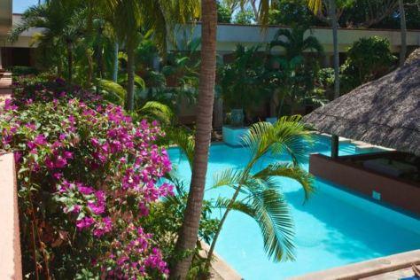 mexico chichen itza hotel villa arqueologicas pool