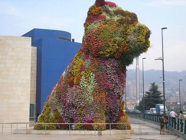Guggenheim Museum Bilbao - Dog Statue El Poop