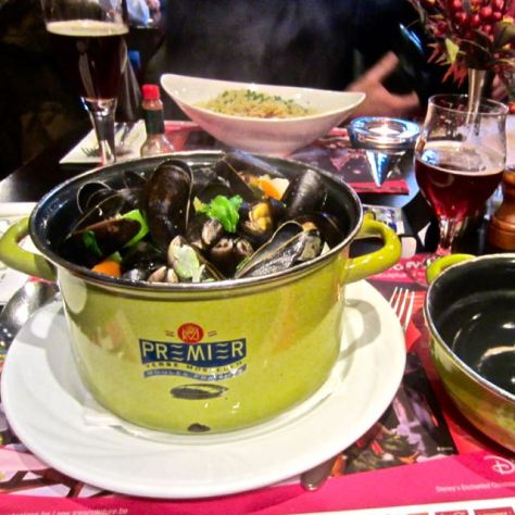 top things to do in bruges eat mussels