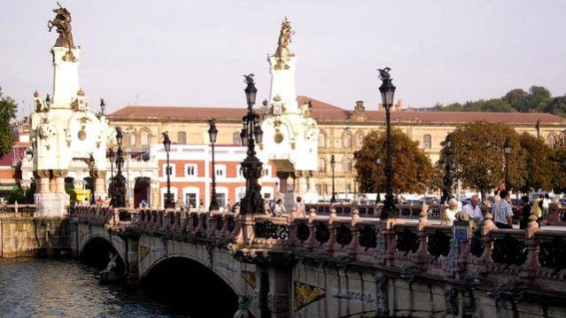things to do in san sebastian bridge of maria cristina