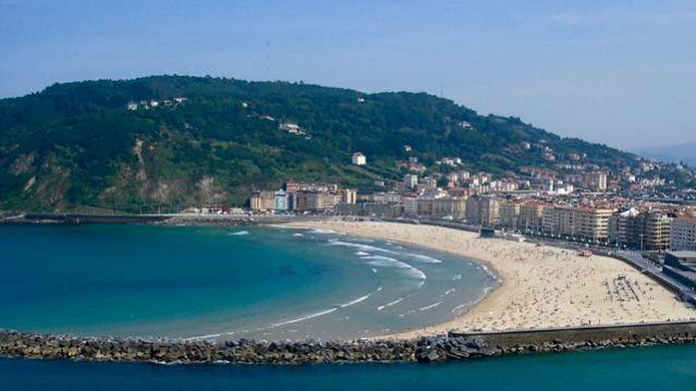 things to do in san sebastian playa de la concha