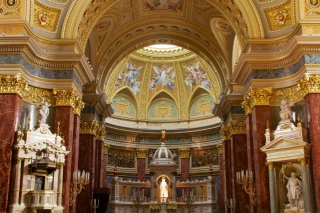 things to do in budapest - basilica of St. Stephan
