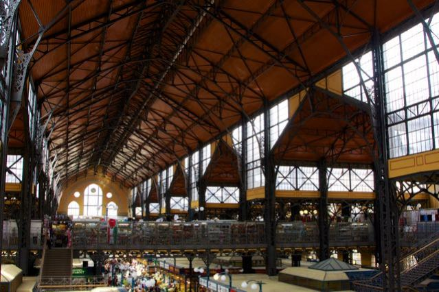 things to do in budapest central market hall