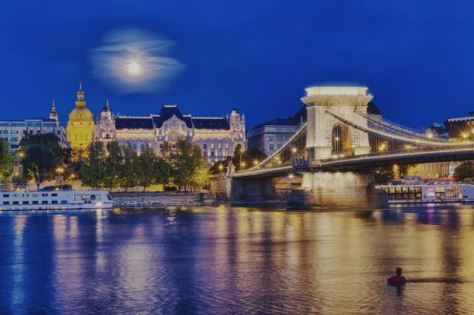 things to do in budapest - chain bridge