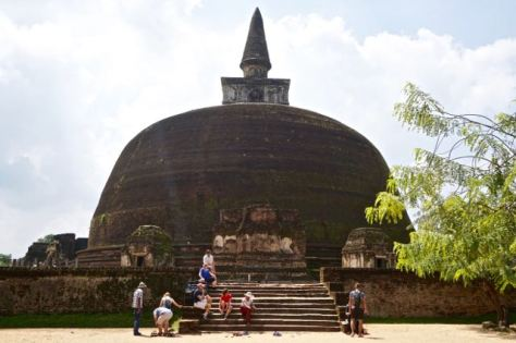 Visiting ancient city Pollonaruwa Sri Lanka - Rakoth Vehara Dagoba