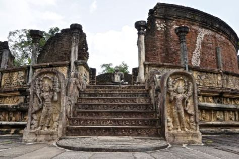 Visiting ancient city Pollonaruwa Sri Lanka - Sacred Quadrangle Vatadage