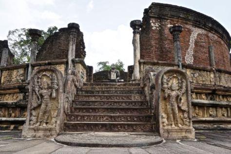 Visiting ancient city Pollonaruwa Sri Lanka - Sacred Quadrangle Vatadage