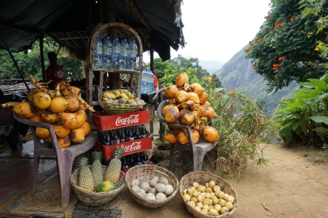 2 days in Ella - Sri Lanka - Little Adams Peak - Drink with view